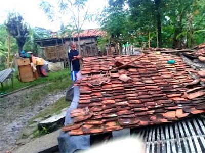 Miris, 1 Lagi Rumah Warga Rubuh Di Sukamekar