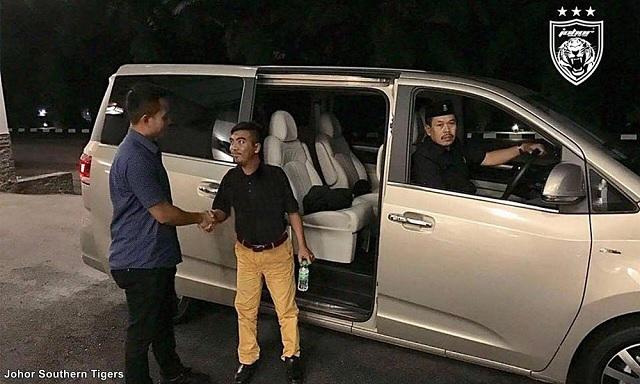 TMJ Hantar Pulang Mat Tere Ke Kelantan Dengan Kenderaan Istana