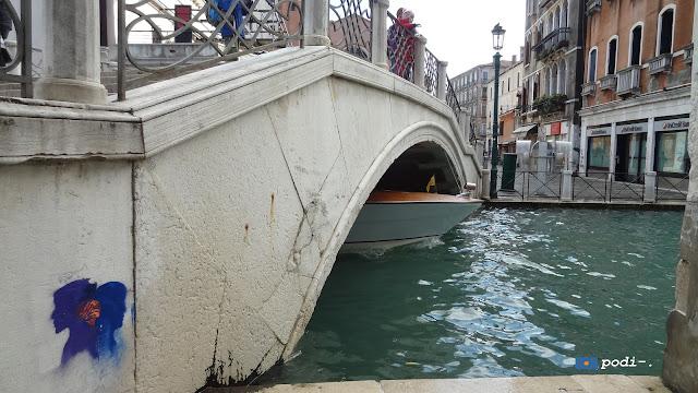 Il ponte pasqualigo sull rio di Noal a Venezia