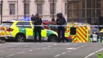 Grande-Bretagne: une voiture fonce sur les barrières de sécurité du Parlement, plusieurs blessés