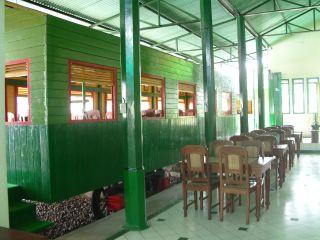 rumah makan sepoer