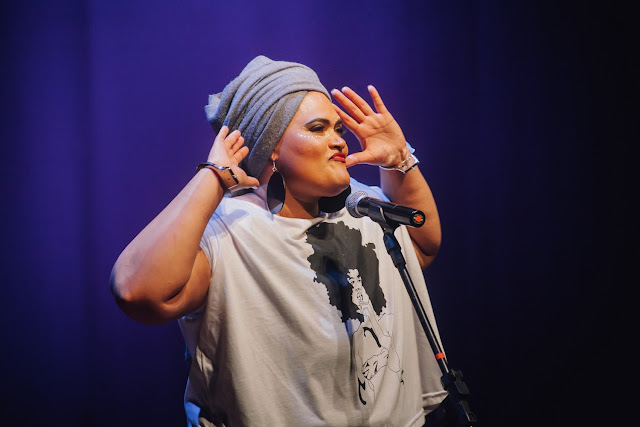 """Com mais de 25 anos de carreira, a rapper Vera Veronika lança o álbum """"Afrolatinas"""""""