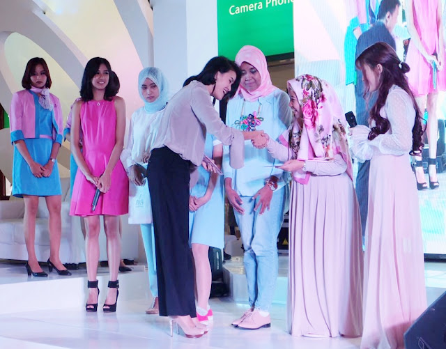 Penerima voucher hadiah saat Asian Beauty Blogger gathering Palembang PIXY Agustus 2017 Launching Lip cream nude series terbaru