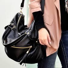 Usahakan memilih tas dengan tali yang agak panjang tapi jangan terlalu  panjang agar mmpu menutupi lekuk tubuh anda. Dan jika harus memilih tas yang  bermotif ... 9408041f3d