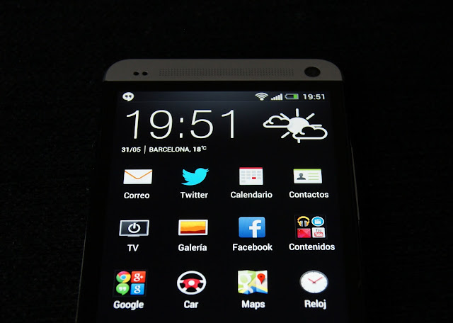 Excelente pantalla del HTC One pero con ligero backlight bleeding