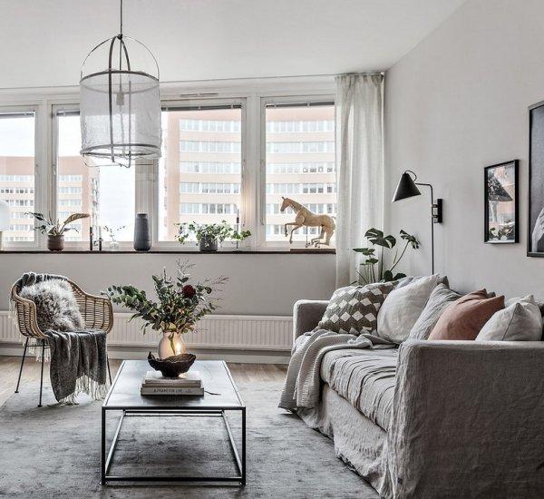 Scandinavian Chic: lo spazio diviso con parete vetrata