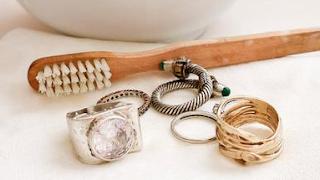 Merawat Aksesoris dan Perhiasan Wanita