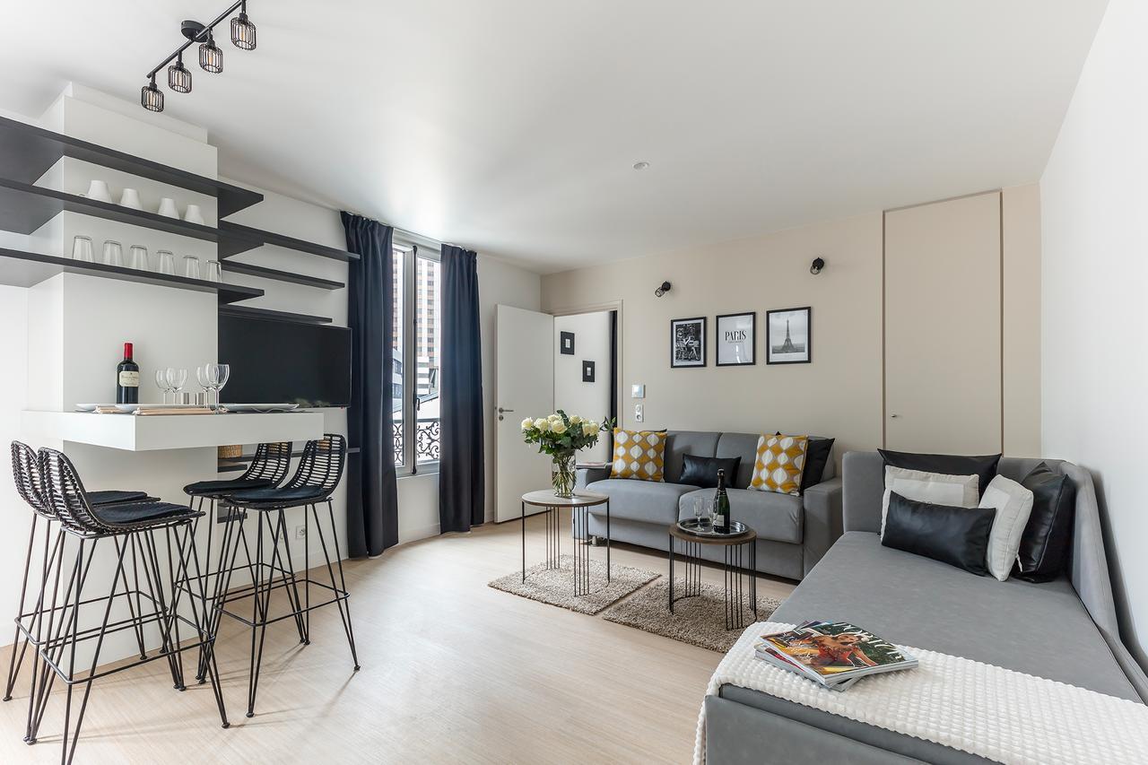 Un appartamento in bianco e nero a Parigi