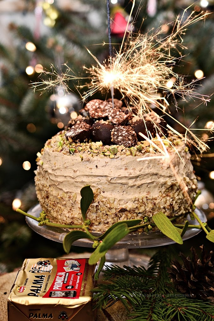 Świąteczny orzechowy tort z karmelizowaną praliną