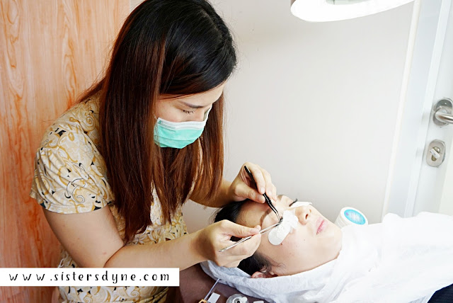 eyelash extansion treatment