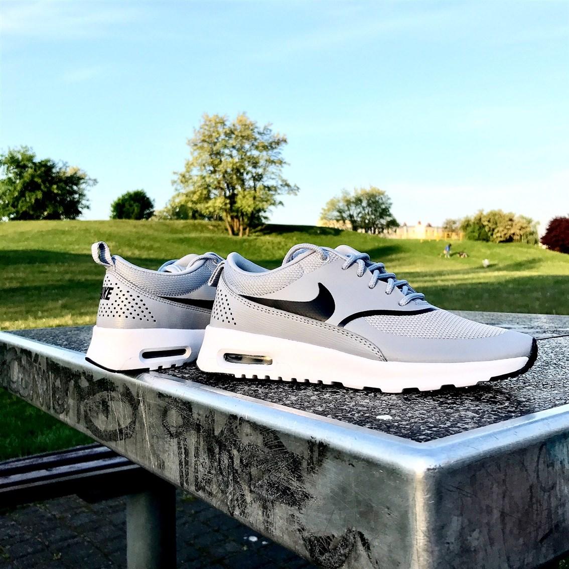 zdjęcie przedstawiające Nike Air Max Thea Wolf Grey/black