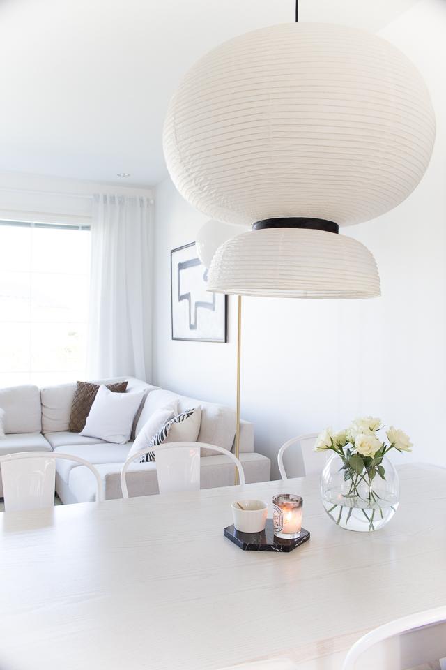 villa h, valkoiset ruusut, olohuoneen sisustus, ruokailutila