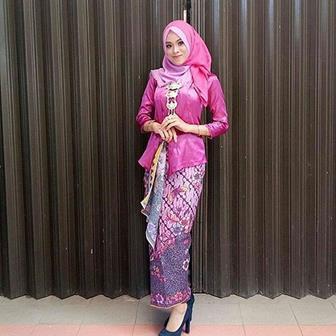 Model Baju Kebaya Brokat Terbaru Untuk Wanita Muslim