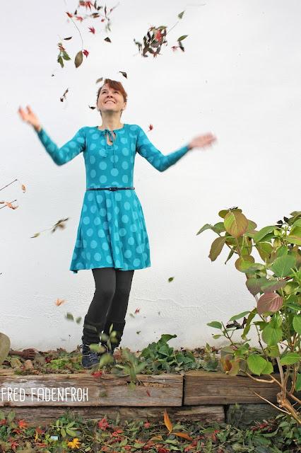 Herbstgold; nähen; kleid nähen; wilde Matrossel; Big dots; lillestoff; bio jersey; jersey punkte; petrol