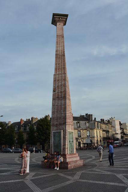 Bordeaux pilar