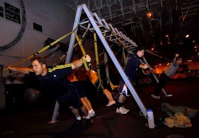 Trabajo de hombro en entrenamiento en suspensión