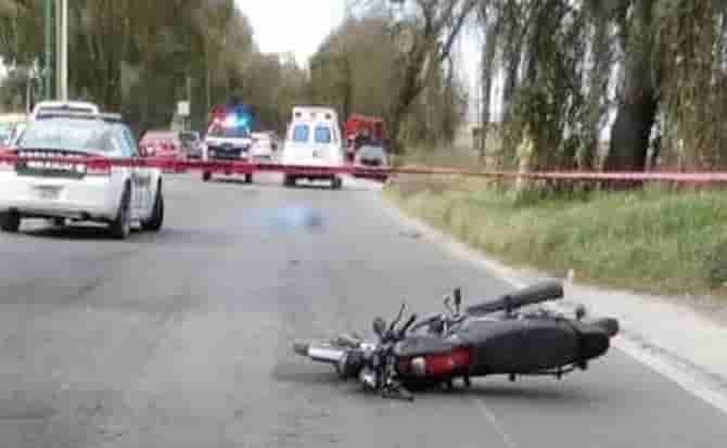 Motociclista, cascos, enganche