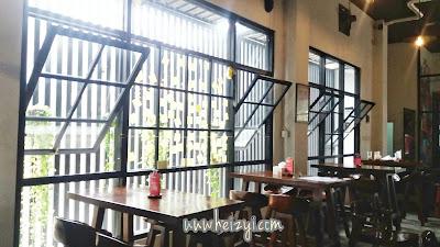 Dekorasi Cafe Kekinian HiHi Cafe Jember