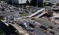 Η στιγμή που η πεζογέφυρα 950 τόνων στο Μαϊάμι καταρρέει (βίντεο)