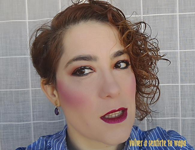 Maquillaje en tonos naranjas y labios metalizados con la paleta Blazin de W7