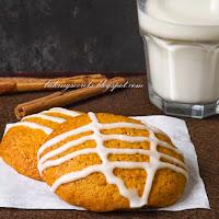 http://www.bakingsecrets.lt/2014/11/moliugu-sausainiai-meduoliai-pumpkin.html