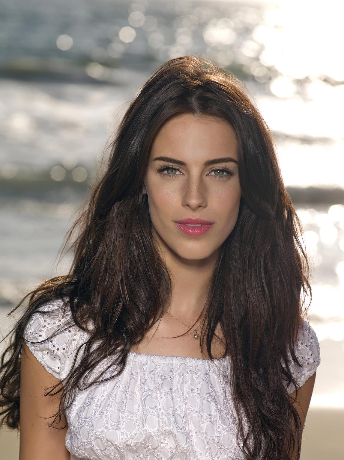 90210's Jessica Lowndes Talks Beauty