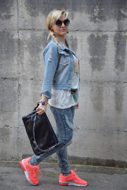 denim total look outfit primaverile casual outfit jeans strappati come abbinare i jeans strappati denim total look street style how to wear denim mariafelicia magno fashion blogger color block by felym fashion bloggers italy