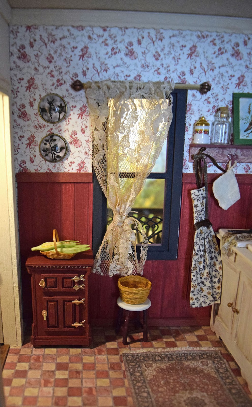 Dollhouse Miniatures Lamp Post And Police Box With Electrical Wiring