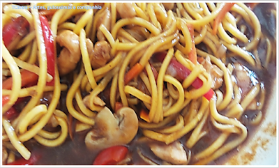 prato oriental; almoço chinês; prato único; YAKISSOBA