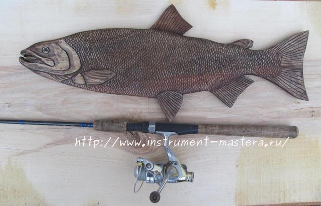 подарок рыбаку - декоративное резное блюдо Кета