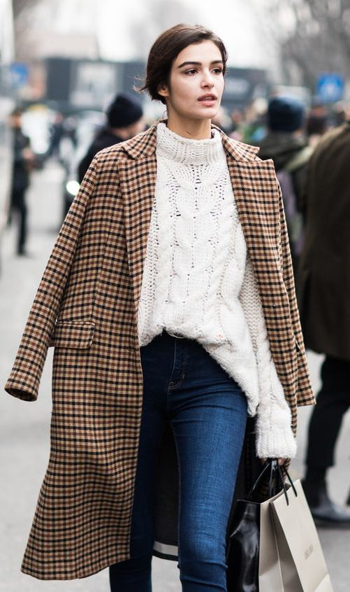 Winter Fashion Trends / plaid coat + white knit sweater + skinny jeans + bag