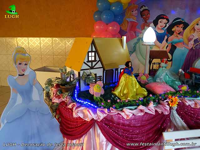 Decoração festa de aniversário da mesa do parabéns tema das Princesas Disney