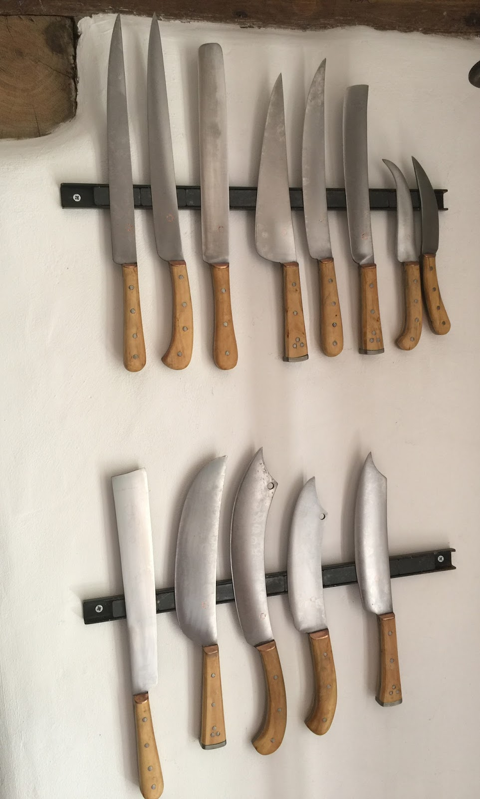 food history jottings silent culinary witnesses all the scappi knives in the woodcut above in my kitchen there are surviving kitchen knives from the medieval and early modern periods