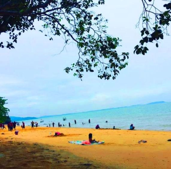 Laman Guest House Pengkalan Balak Melaka tepi pantai