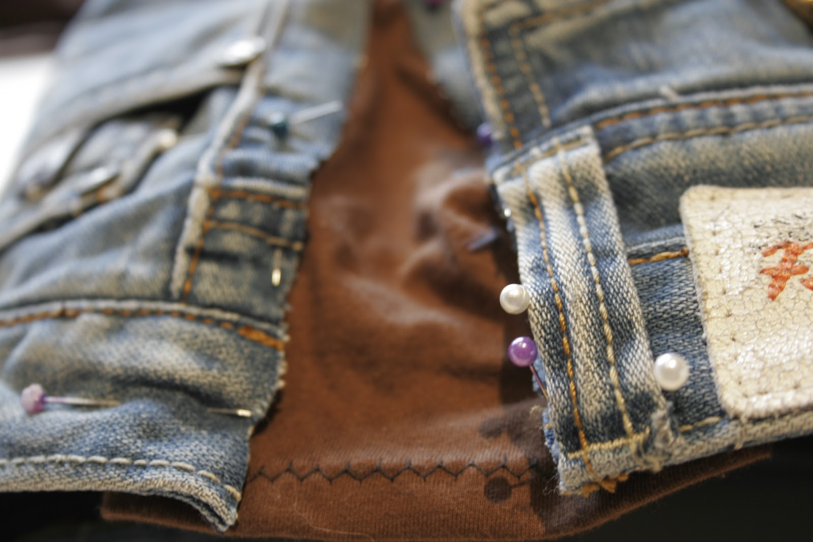 82168580f6c  1 Expanding the Waistline of Jeans or Trousers
