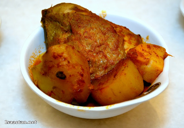 Curry Chicken with Potato (only comes in the Family MyDulang Set)
