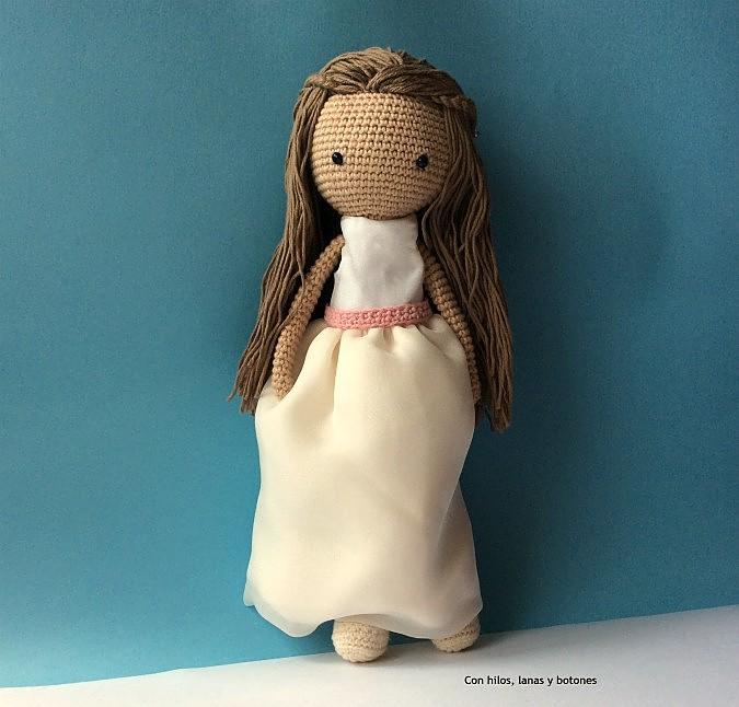 Con hilos, lanas y botones: Muñeca amigurumi Primera Comunión