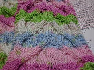 430d688173a2 Esta bufanda está realizada con una lana multicolor y queda así listada,  maravillosa!! lana Cisne Todo Día, además del bello punto !!