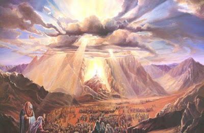El octavo de los trece principios de la fe judía dice que la Torá que poseemos en la actualidad es la misma que le fue dada a Moshé Rabenu (Moisés) en Sinaí.