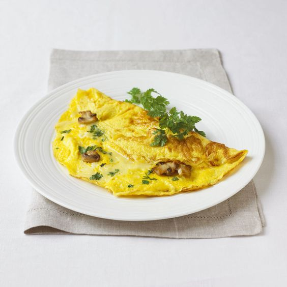 Healthy Breakfast: Red onion and button mushroom omelette