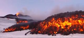 Aliran Lava di Atas Salju-Luar Biasa Amazing di Italia