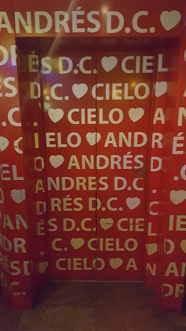 Elevador do ambiente Cielo no restaurante Andres Carnes Des Res na Zona T - Bogotá