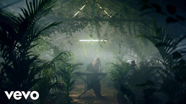 Eliott reveals 'Calling' music video