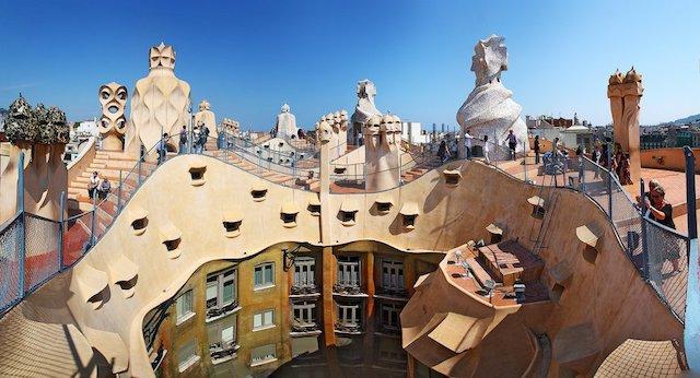 Vista do alto da Casa Milà em Barcelona