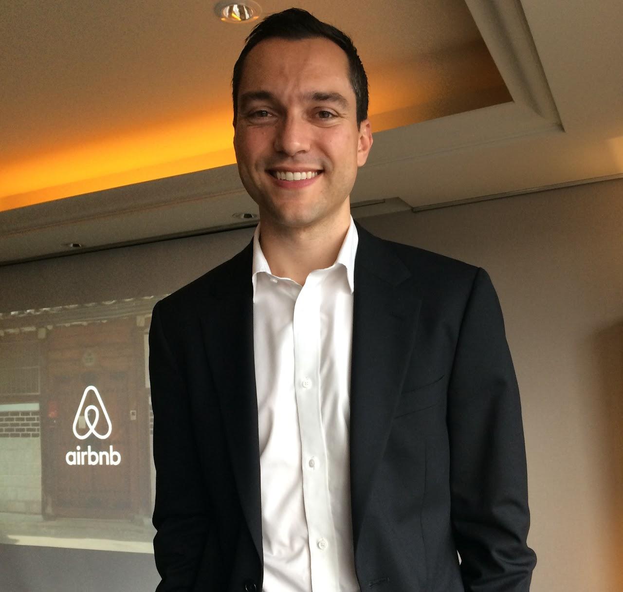 拚合法落地,Airbnb共同創辦人來台與政府對話