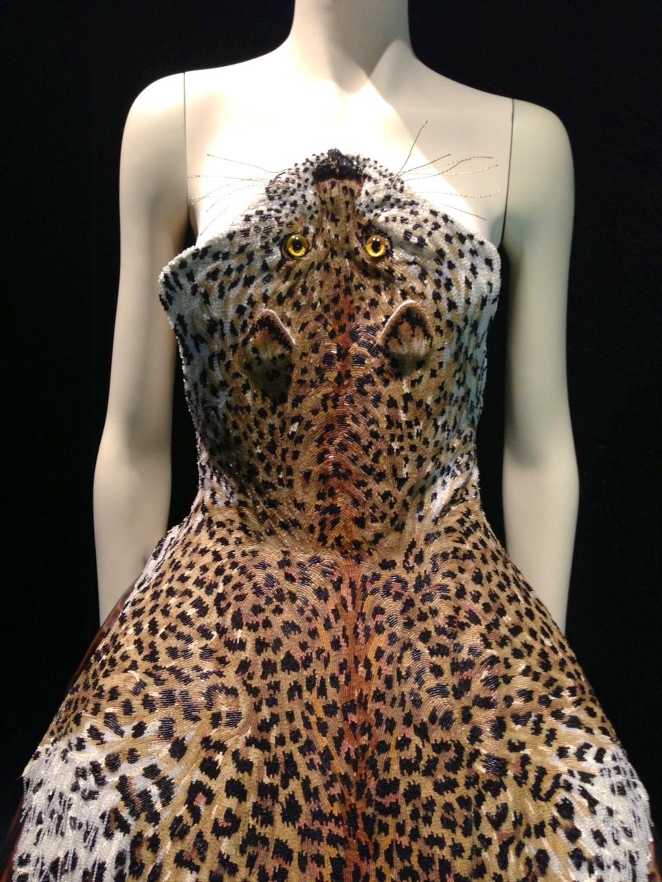 Rask sy en nyårs kjole. Vi sy (eller bare velg stilen