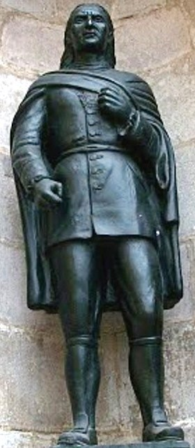 Foto a la estatua de José Gabriel Condorcanqui en el Panteón de los Proceres - Lima.