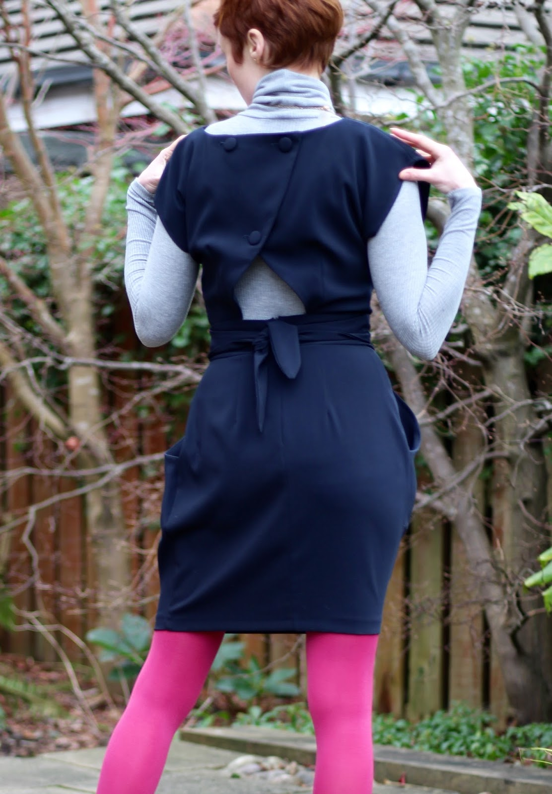 Simple, fun, work outfit. Navy & pink | Fake Fabulous