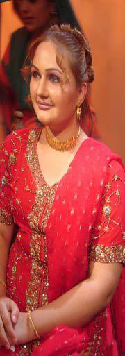 Hot Urooj Mohmand Sister Mussarat Mohmand Very Attractive Pictures in Red Dress,Latest Free Pics ...