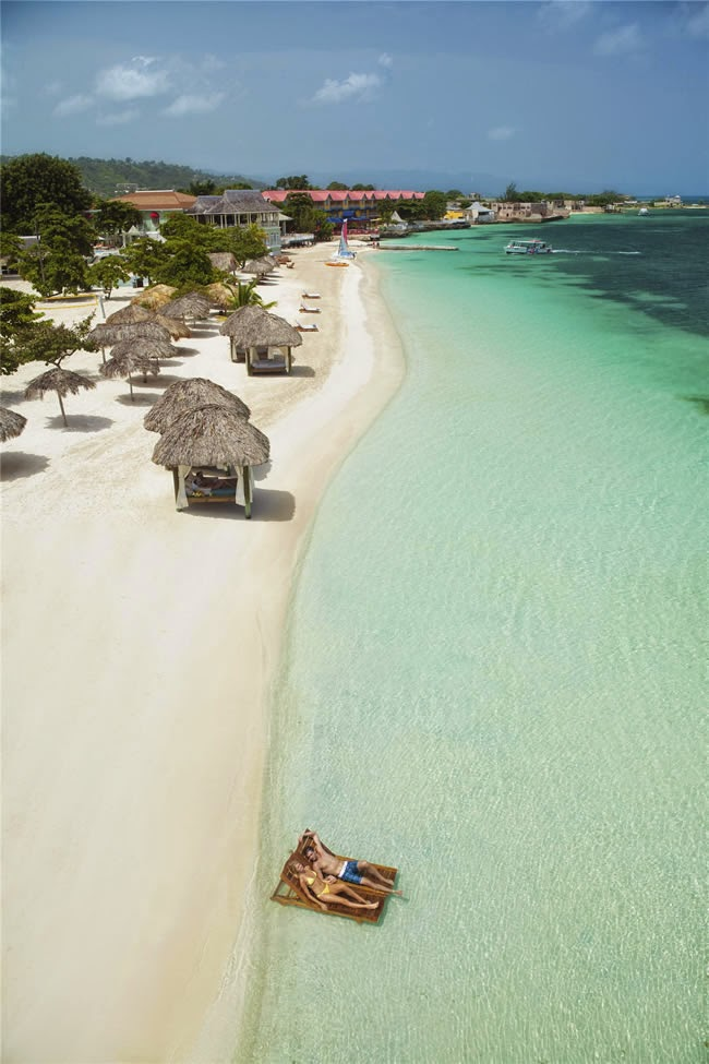 JAMAICA, CARIBBEAN SEA 10 Most Beautiful Island Countries in the World